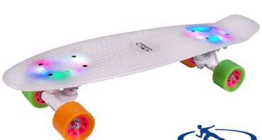 Skateboard Retro Rainglow va deveni rapid preferatul copiilor!