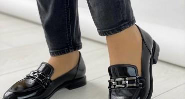 Лак делает вашу обувь заметной.